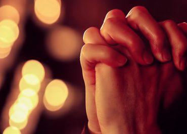4 უძლიერესი ლოცვა უფლის მიმართ, რომლებიც მხოლოდ 2 სიტყვისგან შედგება