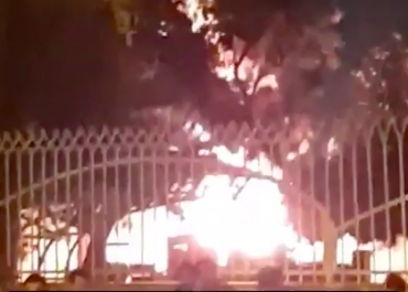 ირანში, საავადმყოფოს სადაც კორონავირუსით დაინფიცირებულები იყვნენ, მოსახლეობამ ცეცხლი წაუკიდა