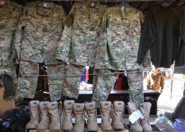 """სამხედრო ფეხსაცმელებსა და ფორმებს """"თავდაცვის"""" თანამშრომელი """"ნავთლუღში"""" ყიდდა"""