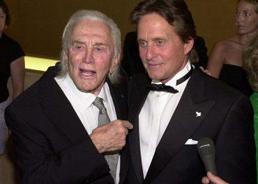 ლეგენდარული ამერიკელი მსახიობი კირკ დუგლასი 103 წლის ასაკში გარდაიცვალა