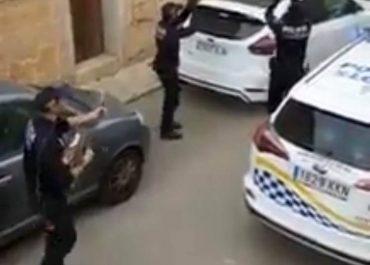 ვიდეო - როგორ უმღერიან და ამხნევებენ ესპანელი პოლიციელები კარანტინში მყოფებს