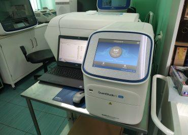ინფექციურ საავადმყოფოს COVID 19-ის PCR დიაგნოსტიკის აპარატი საჩუქრად გადაეცა