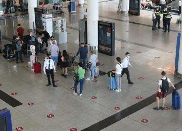 (ფოტოები) - რა პროცედურებს გადიან არამინისტრი მოქალაქეები თბილისის აეროპორტში?