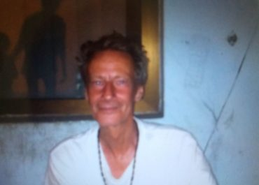 ბრიტანელი პროფესორი, რომელმაც 11 თვე ქუჩაში გაატარა, ქართველმა ოჯახმა შეიფარა - ინტერვიუ