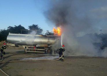ხაშურში ბენზინმზიდს ცეცხლი გაუჩნდა - ცეცხლმოკიდებული 40-ტონიანი ცისტერნა
