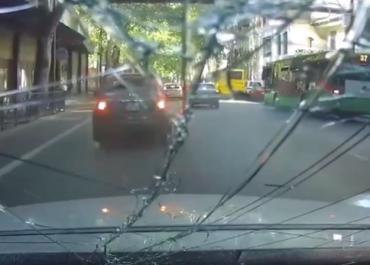(ვიდეო) ფილარმონიასთან მომხდარი აფეთქების ამსახველი კადრები