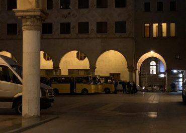 პარლამენტის შენობაში 6 ავტობუსით ძალოვნები შეიყვანეს