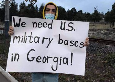 """""""ჩვენ გვჭირდება აშშ-ის სამხედრო ბაზები""""- როგორ ხვდებიან პომპეოს თბილისის აეროპორტში"""
