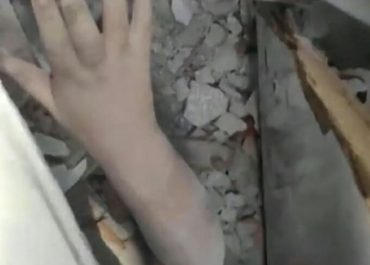 (ვიდეო) - უნიკალური სამაშველო ოპერაცია - როგორ ამოჰყავთ 4 წლის ბავშვი ნანგრევებიდან