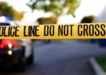 სარაჯიშვილის გამზირზე, მანქანაში ჩაცხრილული კაცის მკვლელობის საქმეზე ბრალი ადგილზე მდებარე მაღაზიის მეპატრონეს წარუდგინეს