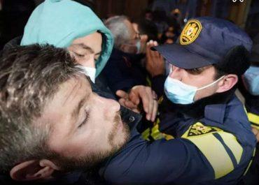 """""""პოლიციელმა იდაყვი ჩამიდგა ყელში, ვხროტინებდი, ნუ იზამთ ამას, არავინ შემოგაკვდეთ..."""" - ირაკლი კუპრაძის წერილი შს მინისტრს!"""